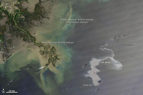 Oil-Spill-Satellite-View_53490467