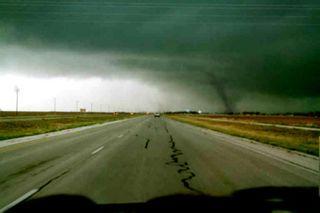 Tornado sky March 2002